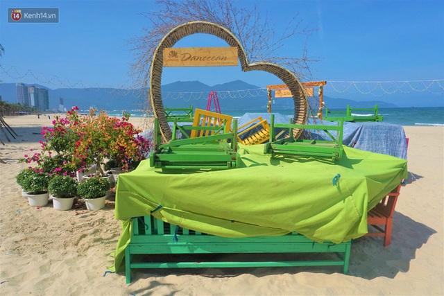 Ảnh: Bãi biển, khu vui chơi ở Đà Nẵng vắng bóng người trong ngày đầu siết chặt các biện pháp phòng, chống Covid-19 - Ảnh 11.