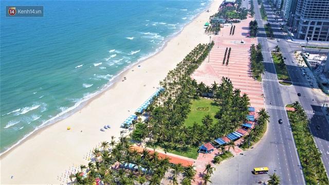 Ảnh: Bãi biển, khu vui chơi ở Đà Nẵng vắng bóng người trong ngày đầu siết chặt các biện pháp phòng, chống Covid-19 - Ảnh 13.