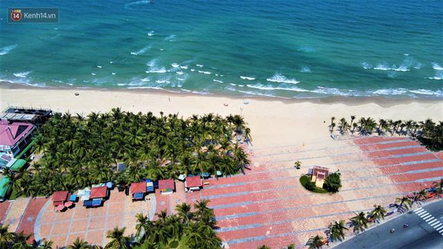 Ảnh: Bãi biển, khu vui chơi ở Đà Nẵng vắng bóng người trong ngày đầu siết chặt các biện pháp phòng, chống Covid-19 - Ảnh 15.