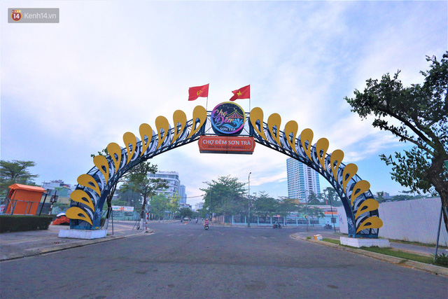 Ảnh: Bãi biển, khu vui chơi ở Đà Nẵng vắng bóng người trong ngày đầu siết chặt các biện pháp phòng, chống Covid-19 - Ảnh 16.