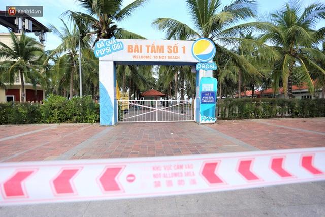 Ảnh: Bãi biển, khu vui chơi ở Đà Nẵng vắng bóng người trong ngày đầu siết chặt các biện pháp phòng, chống Covid-19 - Ảnh 5.