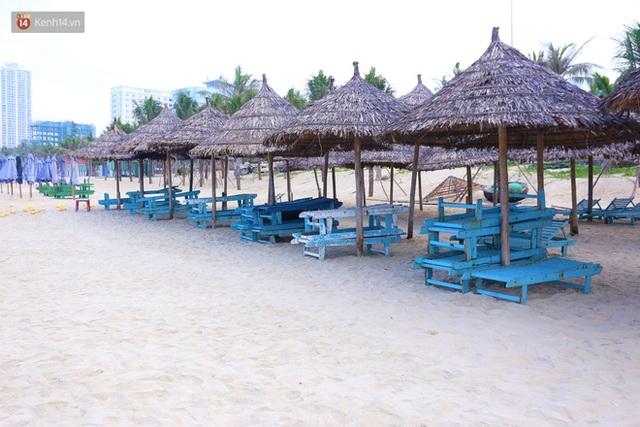 Ảnh: Bãi biển, khu vui chơi ở Đà Nẵng vắng bóng người trong ngày đầu siết chặt các biện pháp phòng, chống Covid-19 - Ảnh 9.