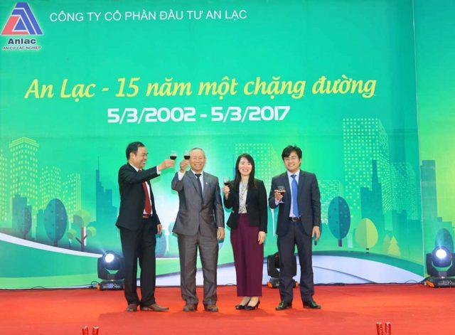 Bất ngờ với ông chủ siêu dự án hot nhất Hà Nội vừa bị thanh tra, nắm trong tay hàng trăm ha đất vàng, sở hữu hai doanh nghiệp BĐS lớn, là người giàu thứ 67 trên sàn chứng khoán Việt Nam - Ảnh 3.