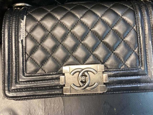 Kỳ lạ nghề sửa chữa đồ hiệu ở Hong Kong: Từ túi xách LV, Chanel đến Hermes, không gì làm khó được người thợ, khách hàng sẵn sàng trả tiền triệu và chờ đợi cả năm - Ảnh 2.