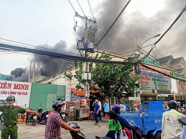Tìm thấy ít nhất 7 thi thể trong đám cháy nhà dân ở quận 11, TP HCM  - Ảnh 1.