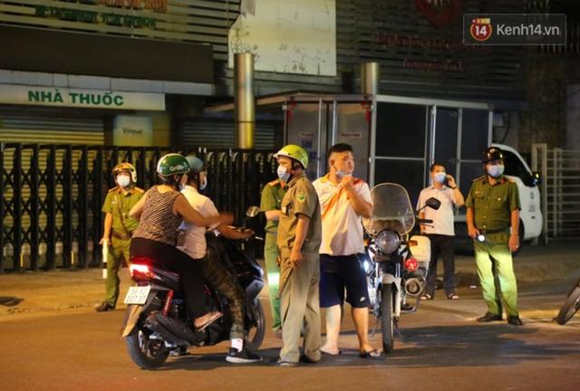 Ảnh: Hiện trường vụ cháy kinh hoàng khiến 7 người mắc kẹt tử vong thương tâm ở Sài Gòn - Ảnh 11.
