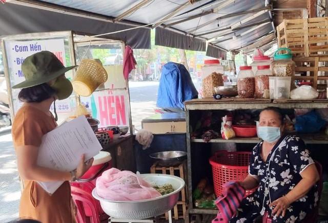 Hàng quán Đà Nẵng dọn sạch bách bàn ghế, treo biển chỉ bán mang về - Ảnh 9.