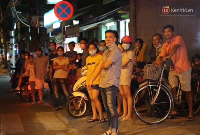 Ảnh: Hiện trường vụ cháy kinh hoàng khiến 7 người mắc kẹt tử vong thương tâm ở Sài Gòn - Ảnh 9.