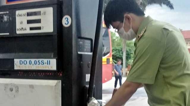 Chặn tiêu thụ trên 20.000 lít dầu diesel không đảm bảo chất lượng - Ảnh 1.