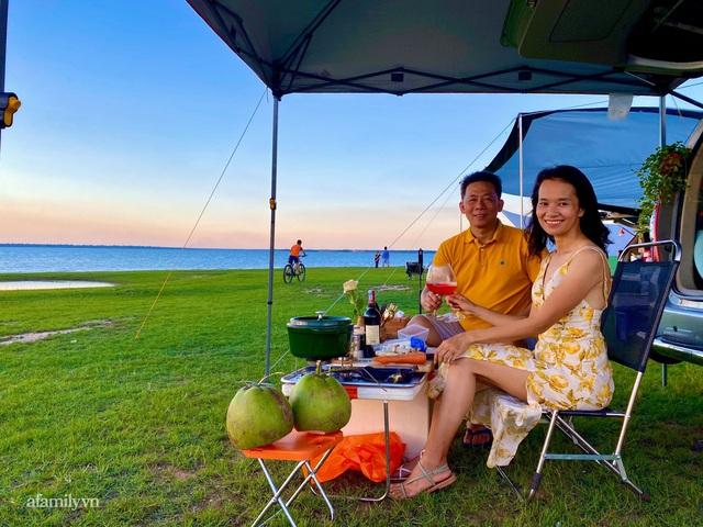Cặp vợ chồng biến ô tô thành lều trại đi camping khắp nơi, tiện đâu ngủ đó mà sang trọng không thua khách sạn - Ảnh 9.