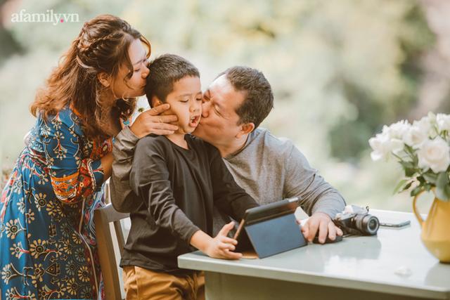 Gặp gỡ người phụ nữ hạnh phúc với hành trình làm mẹ không dễ dàng có cậu con trai tự kỷ 9 tuổi nói tiếng Anh như gió - Ảnh 3.