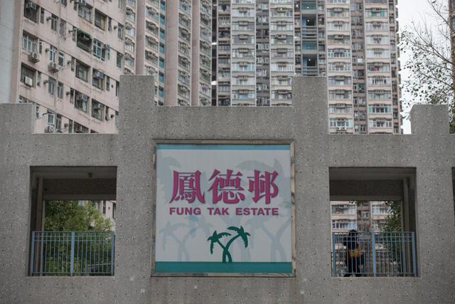 """Các cặp vợ chồng trẻ ở Hong Kong, Trung Quốc """"tranh nhau"""" mua nhà vì sợ tăng giá, căn hộ 14,2m² giá bán tới 9,5 tỷ đồng - Ảnh 2."""