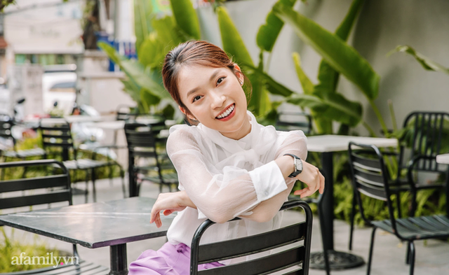 Khánh Vy 7 thứ tiếng lần đầu tiết lộ câu chuyện được mẹ sinh ra khi đã ở tuổi 40 khiến nhiều người xúc động - Ảnh 1.