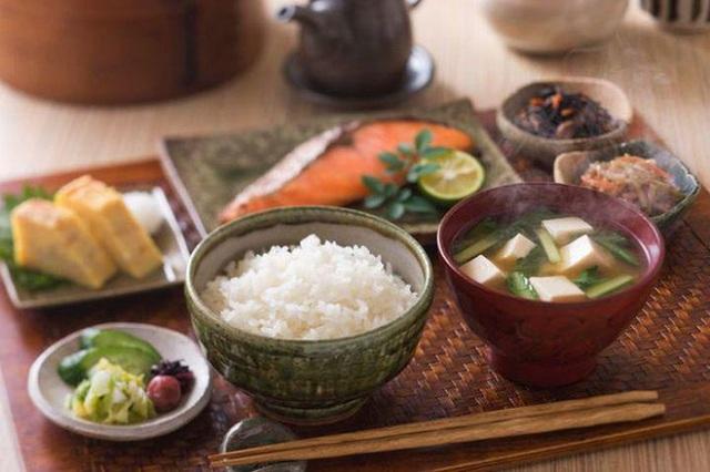7 bí quyết sống thọ trăm tuổi mà không mất trí nhớ của người Nhật Bản, rất đáng để học hỏi - Ảnh 3.