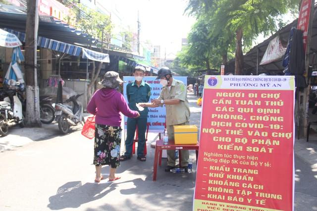 Ngày đầu tiên Đà Nẵng áp dụng phiếu đi chợ: Mua đủ thức ăn ba ngày, không tích trữ  - Ảnh 10.