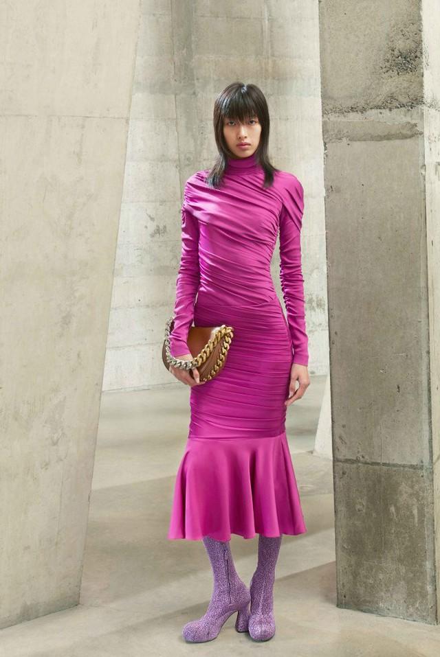 Loạt thương hiệu xa xỉ lớn lần lượt mở cửa hàng tại Việt Nam, vì sao người dùng vẫn chọn mua hàng Gucci, Chanel hay Dior trên Facebook, Instagram? - Ảnh 3.