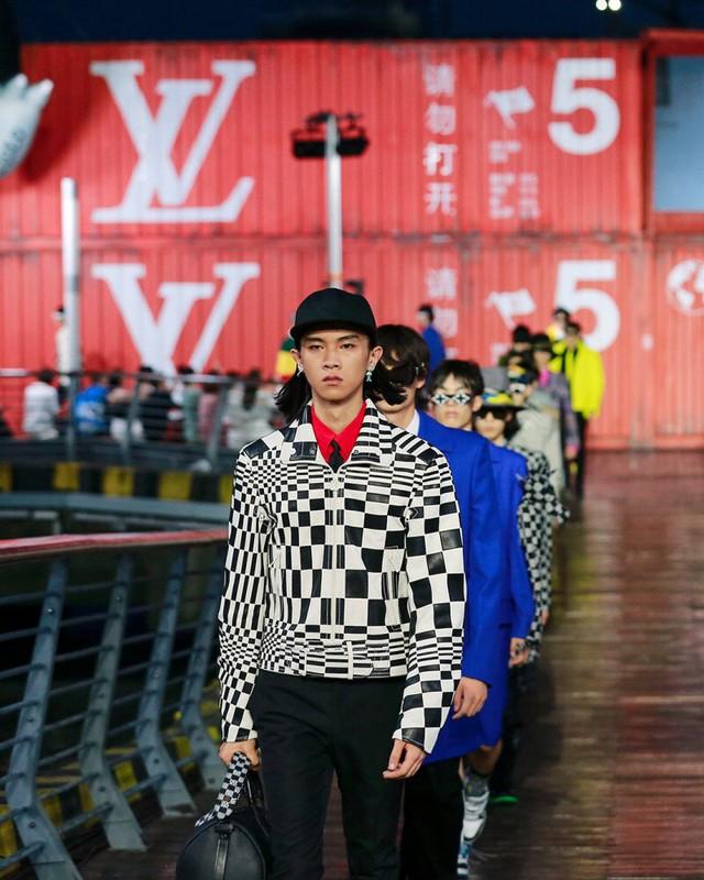 Loạt thương hiệu xa xỉ lớn lần lượt mở cửa hàng tại Việt Nam, vì sao người dùng vẫn chọn mua hàng Gucci, Chanel hay Dior trên Facebook, Instagram? - Ảnh 5.