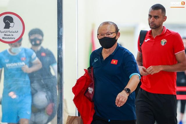 HLV Park Hang-seo căng thẳng sau trận tuyển Việt Nam hoà Jordan - Ảnh 1.