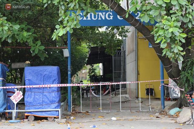 Phong tỏa chung cư 208 tại quận Bình Thạnh vì có trường hợp nghi nhiễm Covid-19 - Ảnh 2.