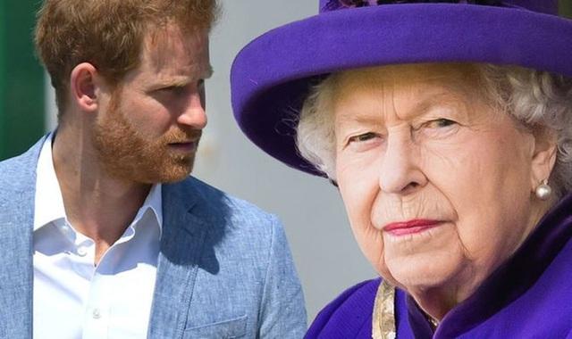 Đã có hơn 40.000 người yêu cầu Harry trả lại tước hiệu hoàng gia, tuy nhiên Nữ hoàng Anh khó lòng thực hiện vì lý do này - Ảnh 1.