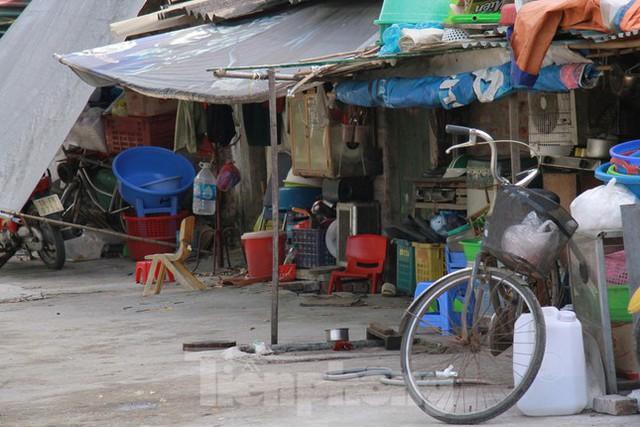 Người dân khu lao động Long Biên khốn đốn trong nắng nóng đổ lửa  - Ảnh 11.