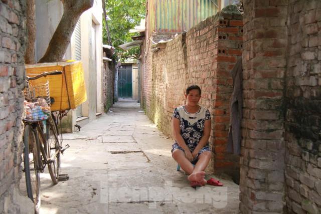 Người dân khu lao động Long Biên khốn đốn trong nắng nóng đổ lửa  - Ảnh 15.