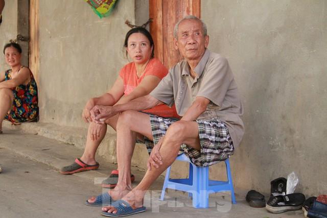 Người dân khu lao động Long Biên khốn đốn trong nắng nóng đổ lửa  - Ảnh 18.