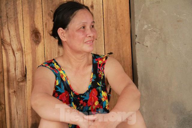 Người dân khu lao động Long Biên khốn đốn trong nắng nóng đổ lửa  - Ảnh 19.