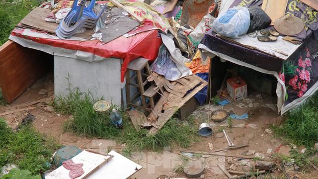 Người dân khu lao động Long Biên khốn đốn trong nắng nóng đổ lửa  - Ảnh 3.