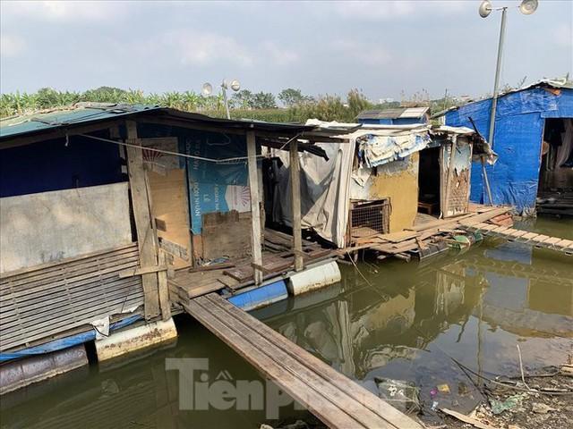 Người dân khu lao động Long Biên khốn đốn trong nắng nóng đổ lửa  - Ảnh 21.