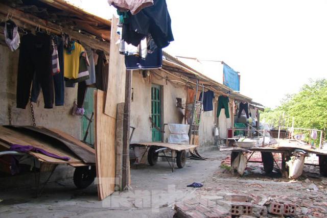 Người dân khu lao động Long Biên khốn đốn trong nắng nóng đổ lửa  - Ảnh 7.