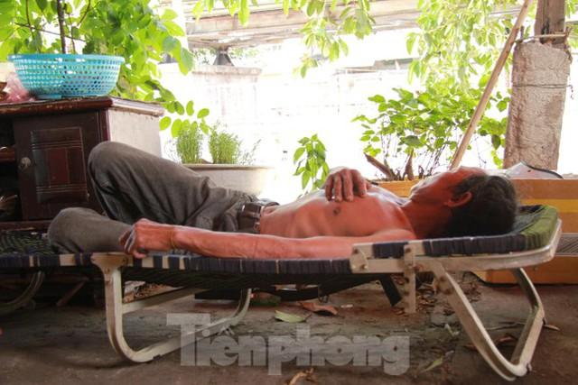 Người dân khu lao động Long Biên khốn đốn trong nắng nóng đổ lửa  - Ảnh 10.