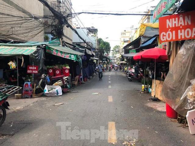 TPHCM mở cửa chợ Đầm Sen 3 ngày để giúp nông dân tiêu thụ hoa - Ảnh 1.