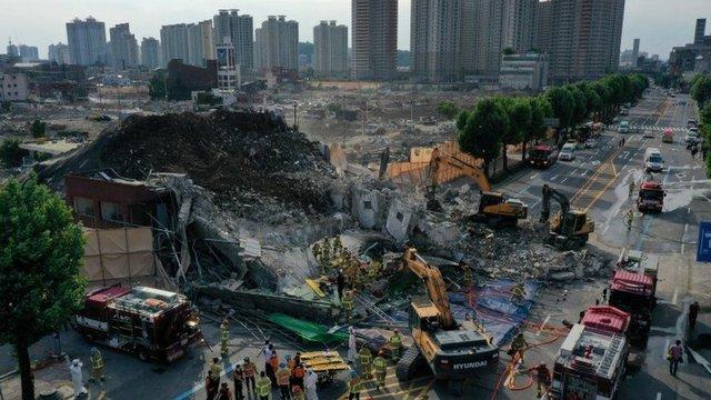 Hàn Quốc: Tòa nhà đổ sập như thảm họa trên phim, 9 người thiệt mạng trong chiếc xe buýt bị đè bẹp - Ảnh 3.