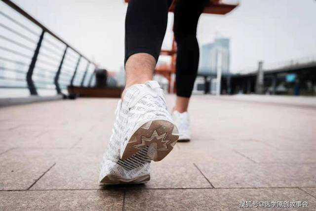 Những người có tuổi thọ ngắn thường có 3 đặc điểm này khi đi bộ, sau 45 tuổi hy vọng bạn không mắc phải bất kì điểm nào - Ảnh 2.