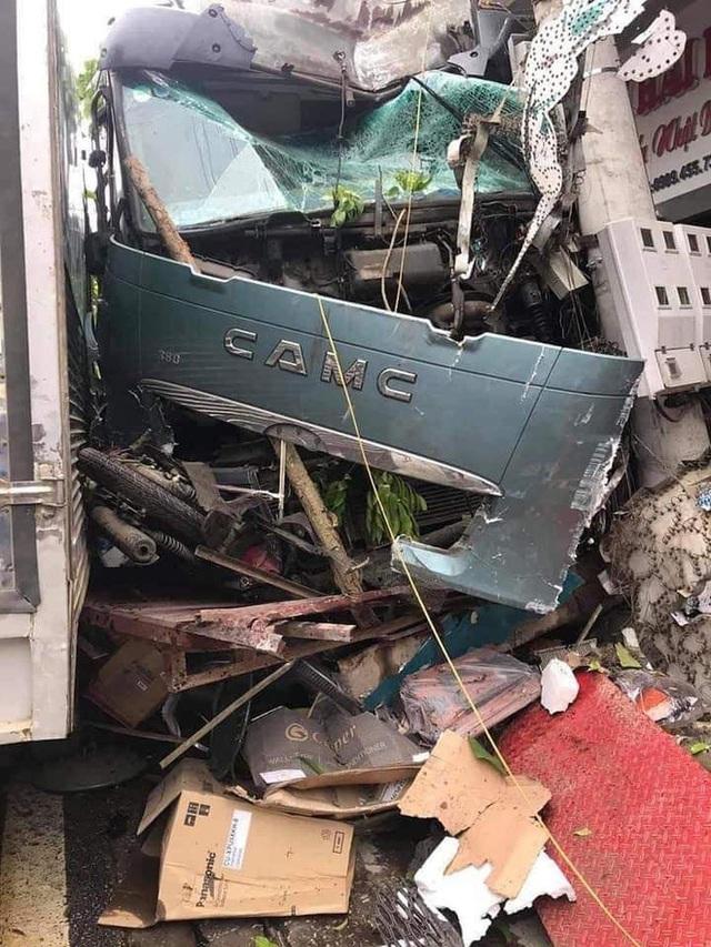 Tài xế container đánh lái cứu 2 người, tông vào nhiều nhà dân xin dừng nhận tiền hỗ trợ - Ảnh 2.