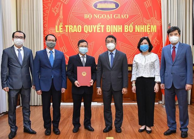 Trao quyết định bổ nhiệm Quyền Vụ trưởng Vụ Biên giới Việt – Trung - Ảnh 1.