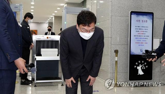 Thăng trầm cuộc đời 2 ông trùm chaebol của ngành hàng không Hàn Quốc: Kẻ tay trắng đi lên, kẻ giàu sang từ nhỏ nhưng đều kết thúc sau song sắt - Ảnh 4.