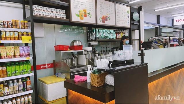 Bên trong cửa hàng VinMart+ với mô hình kết hợp Techcombank và Phúc Long lần đầu tiên xuất hiện tại Hà Nội - Ảnh 5.