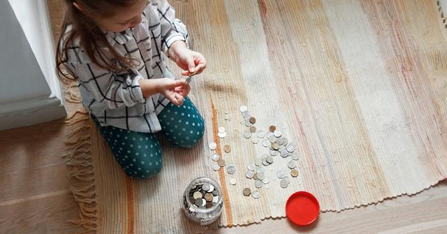 Ai cũng muốn con có tư duy đầu tư từ bé nhưng làm thế nào để trẻ hiểu mới là vấn đề: Nuôi heo đất đã quá lỗi thời, đây mới là những cách sáng tạo cha mẹ nên áp dụng - Ảnh 1.