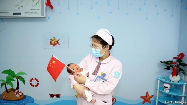 Một góc nhìn khác về suy giảm dân số: Việc không muốn sinh con có thực sự làm suy yếu nền kinh tế? - Ảnh 2.