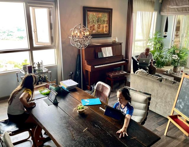 Không gian căn hộ tiện nghi, đậm chất nghệ thuật của diva Hồng Nhung: Nơi để gia đình vui vầy, gắn bó yêu thương - Ảnh 5.