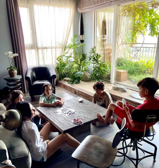 Không gian căn hộ tiện nghi, đậm chất nghệ thuật của diva Hồng Nhung: Nơi để gia đình vui vầy, gắn bó yêu thương - Ảnh 6.