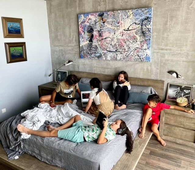 Không gian căn hộ tiện nghi, đậm chất nghệ thuật của diva Hồng Nhung: Nơi để gia đình vui vầy, gắn bó yêu thương - Ảnh 9.