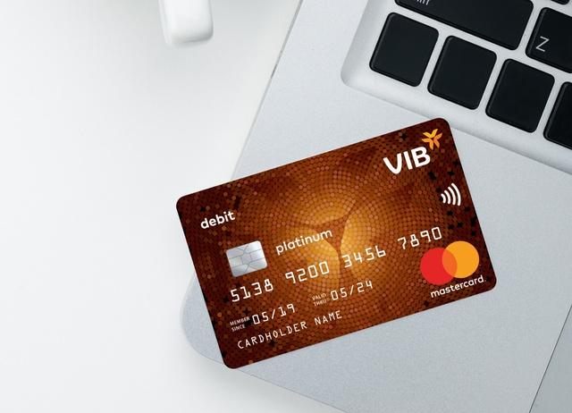 Mua sắm online an toàn và hiệu quả với thẻ thanh toán - Ảnh 1.