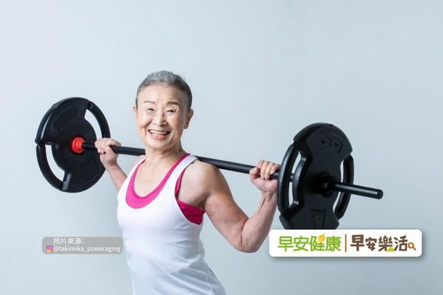 Cụ bà Nhật Bản 90 tuổi nhưng làn da vẫn căng bóng, cơ thể dẻo dai như thiếu nữ: Bí quyết trẻ lâu, sống thọ đến từ 4 kiểu ăn uống đơn giản - Ảnh 1.