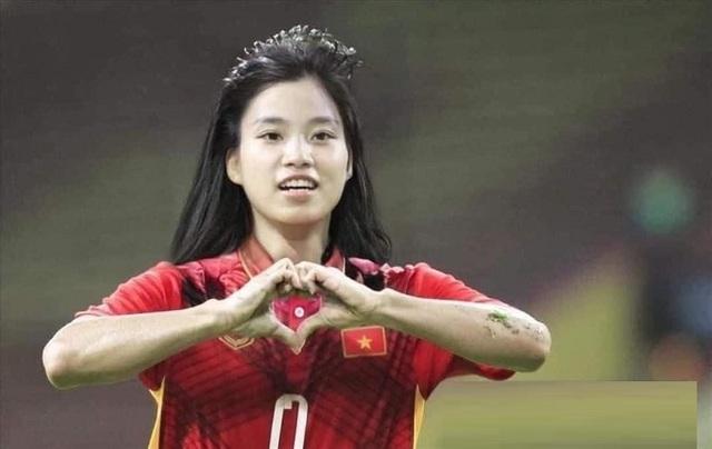 Ảnh chế hài hước: Cầu thủ ĐT Việt Nam hóa mỹ nhân hút hồn trước trận gặp ĐT Malaysia tối nay - Ảnh 10.