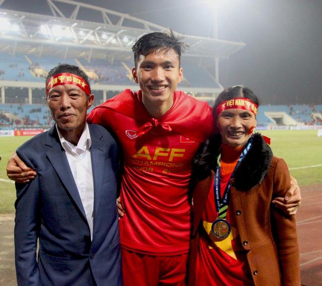 Bố mẹ cầu thủ tuyển Việt Nam: Thương các con vất vả, nhưng hãy vượt mọi khó khăn vì nhiệm vụ Tổ quốc - Ảnh 3.