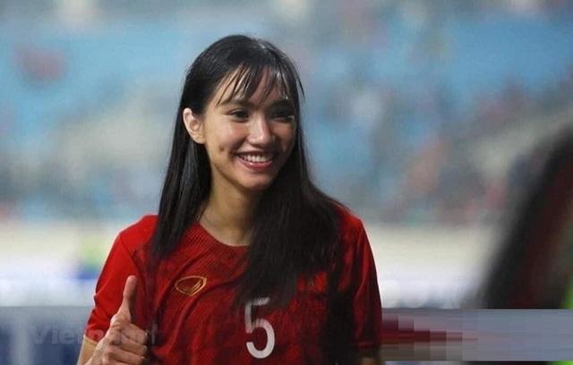 Ảnh chế hài hước: Cầu thủ ĐT Việt Nam hóa mỹ nhân hút hồn trước trận gặp ĐT Malaysia tối nay - Ảnh 2.