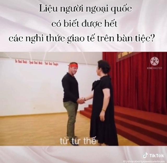 Mẹ vợ thiếu gia Phan Thành với màn dạy học phong thái phương Tây đỉnh cao khiến cả người nước ngoài cũng phải ngưỡng mộ  - Ảnh 5.
